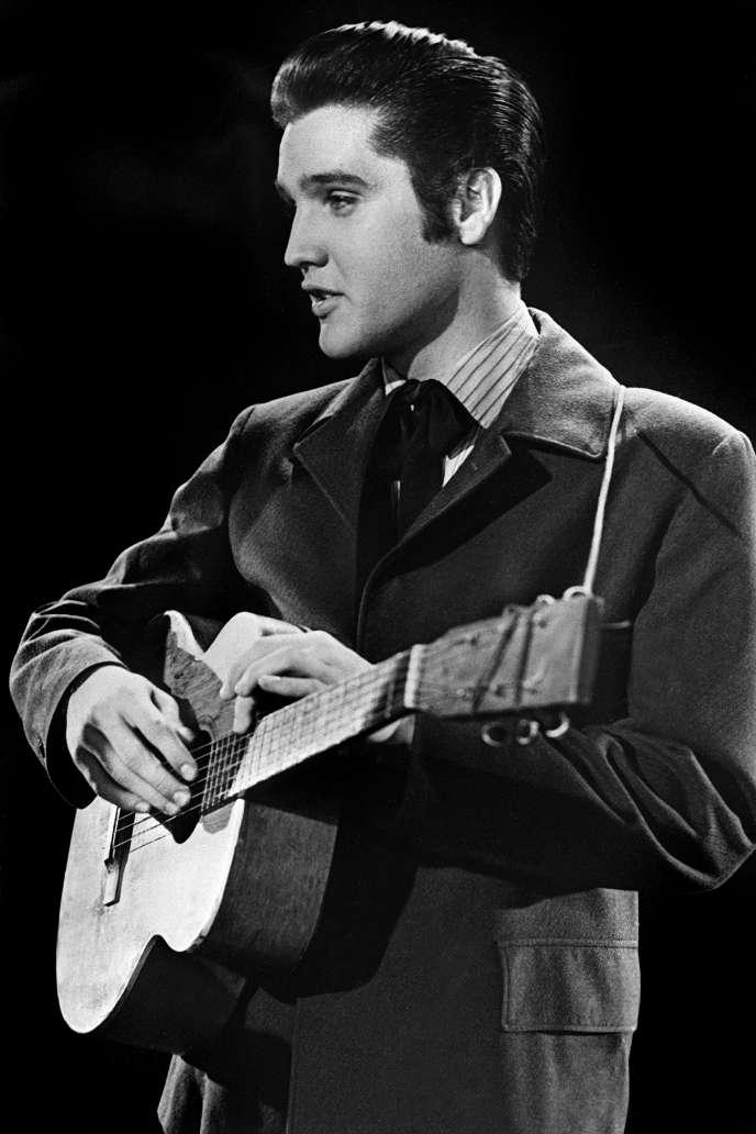 Elvis Presley lors d'un concert dans les années 1950.