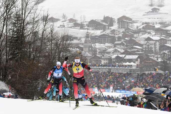 Le Norvégien Johannes Boe a imposé un train d'enfer dès le début de la mass start du Grand-Bornand, qu'il a remportée, dimanche 22 décembre.