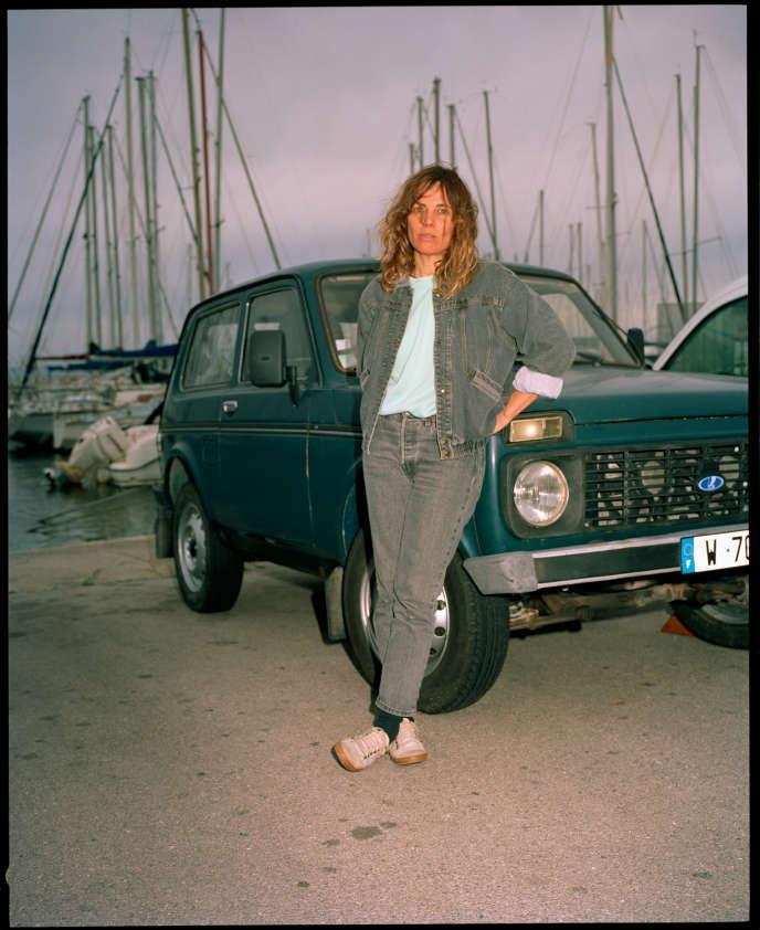 La chroniqueuse Sigolène Vinson, à Martigues, dans les Bouches-du-Rhône, le 17 décembre.