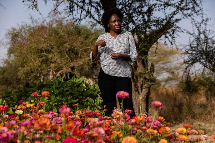 Blandine Sankara dans la ferme de maraîchage bio de Yelemani, son association fondée à Loumbila qui fait la promotion de l'agroécologie au Burkina Faso, en décembre 2019.