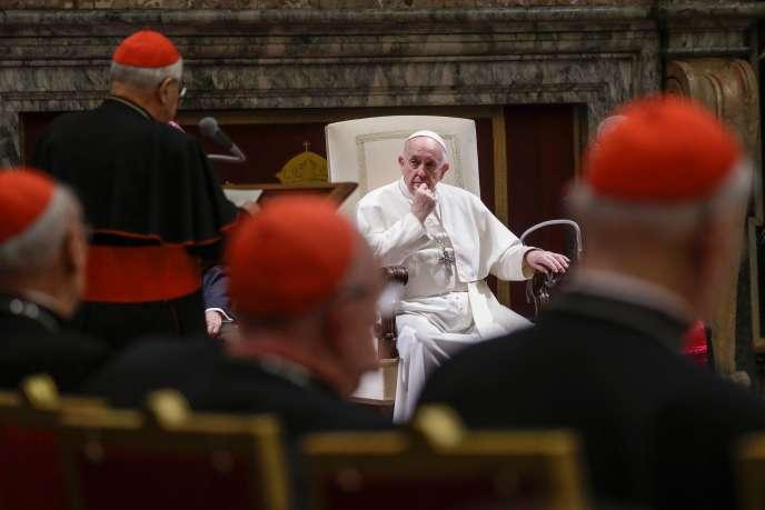 Le pape François lors d'un discours du cardinal Angelo Sodano (à gauche), le 21 décembre, au Vatican.