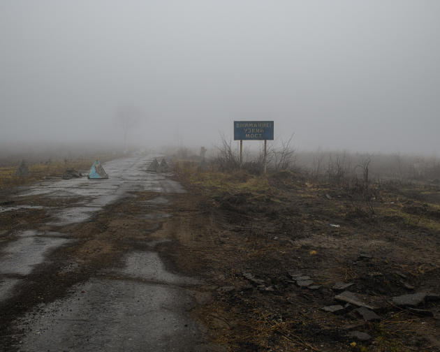Barrage de l'armée ukrainienne sur une route à la sortie du village de Rodina, le 19novembre.