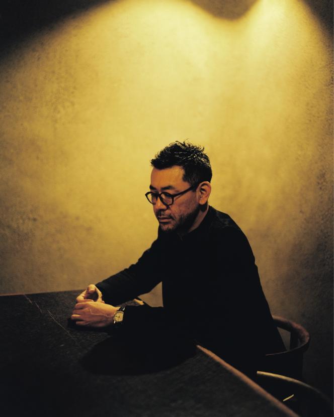 Shinichiro Ogata dans sa boutique parisienne, le 17 décembre.
