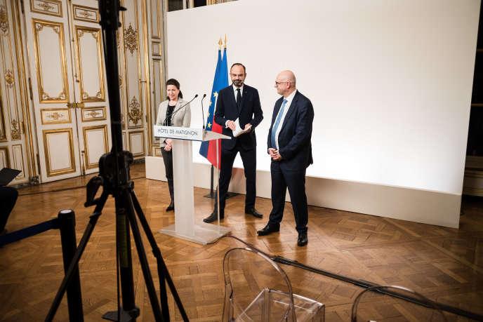 Agnès Buzyn, ministre des solidarités et de la santé, Edouard Philippe, premier ministre, et Laurent Pietraszewski, secrétaire d'Etat chargé des retraites, à Matignon, le 19 décembre 2019.