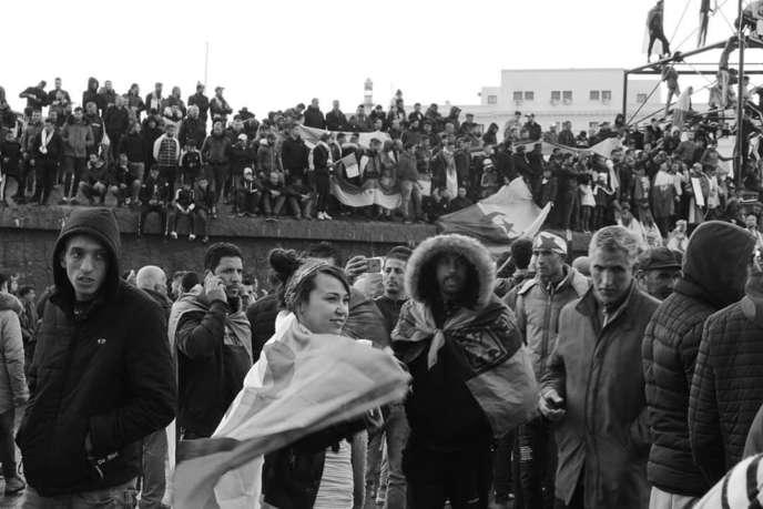 Sonia Redjdal, cofondatrice d'Algerian Youth Camp, lors d'une manifestation du vendredi, à Constantine, le 22 mars 2019.