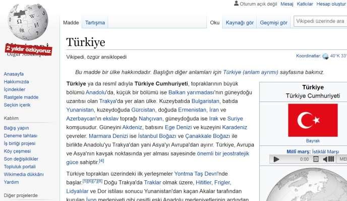 Sur le logo de la version turcophone de l'encyclopédie en ligne, le logo est barré de rouge, avec la mention:«Nous avons disparu depuis deux ans.»