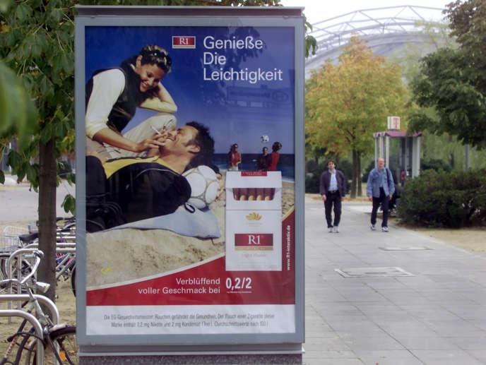 Publicité pour les cigarettes« R1» dans les rues de Leiptzig, en 2000.