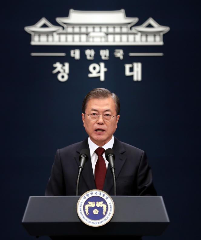 Le président sud-coréen Moon Jae-in évoque le nouveau candidat au poste de Premier ministre lors d'une conférence de presse à la Maison bleue présidentielle à Séoul le 17 décembre.