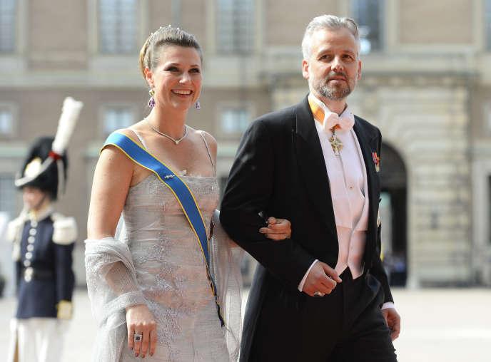 Ari Behn et sa femme, la princesse Martha Louise de Norvège, au mariage du prince héritierCarl Philip de Suède au Palais de Stockholm, le 13 juin 2015.