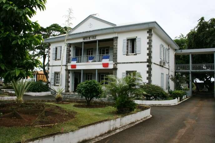 Vue de l'hôtel de ville de Sainte-Marie de La Réunion, en 2009, durant le mandat du maire et sénateurJean-Louis Lagourgue.