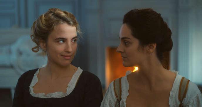 Adèle Haenel et Noémie Morland dans«Portraitde lajeune fille en feu», deCéline Sciamma.