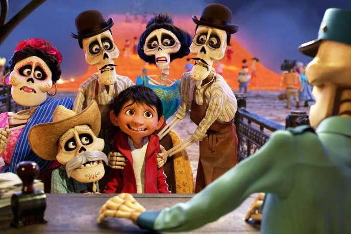 Dans « Coco », Miguel se retrouve magiquement transporté dans le magnifique et coloré Land of the Dead .
