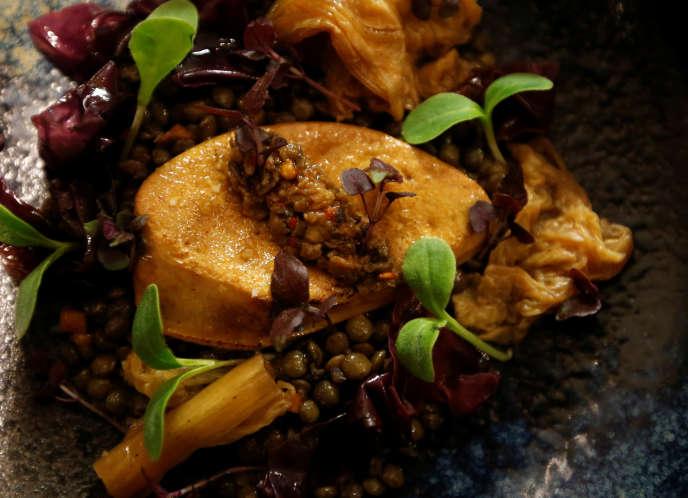 Une assiette de foie gras servie dans un restaurant toulousain fin novembre.
