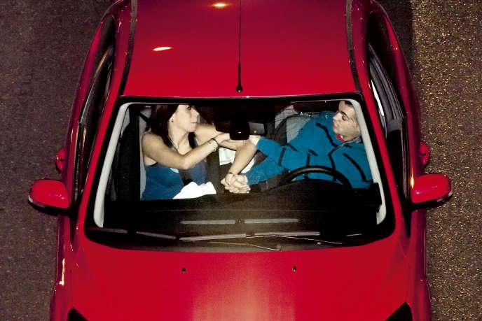 Dans sa série «Karma», le photographe Oscar Monzon donne à voir le rapport entre le conducteur et l'espace intime de son véhicule.