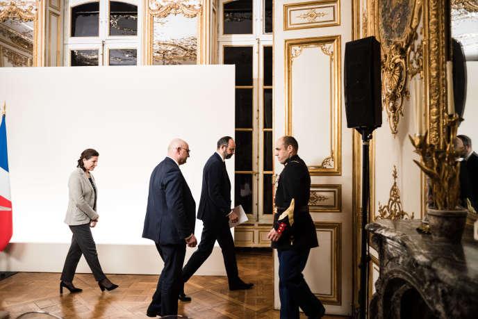 Le premier ministre, Edouard Philippe, après une réunion multilatérale avec les organisations syndicales et patronales, à Matignon, le 19 décembre.