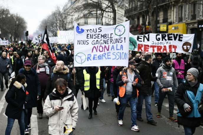 Opponents of the pension reform project carried by the Philippe government demonstrate in Paris, Friday, December 28.