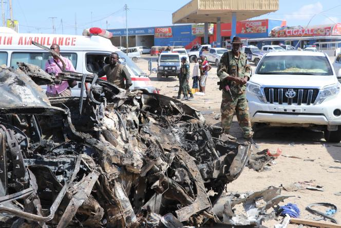 Après l'explosion d'une voiture-suicide à Mogadiscio, le 28 décembre 2019.