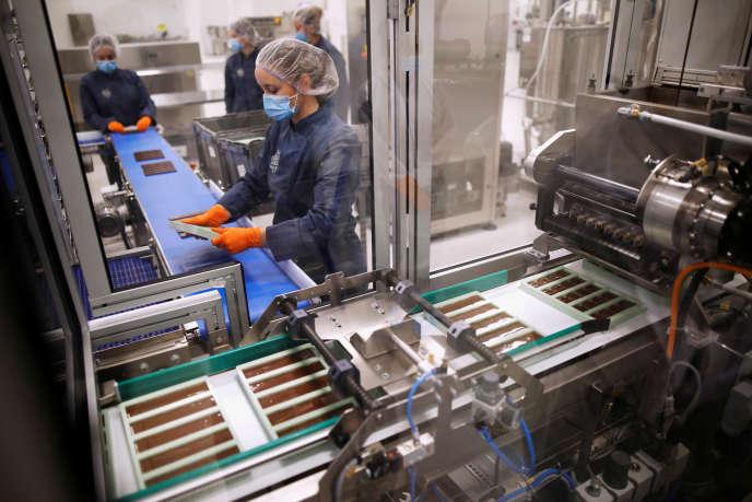Dans une usine de Canopy Growth, qui fabrique des produits dérivés du cannabis, à Smiths Falls (Ontario), en octobre.