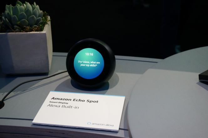 Echo, le radio-réveil connecté d'Amazon, qui abrite l'assistant à commande vocale Alexa, au Consumer Electronics Show (CES) de Las Vegas, en janvier.