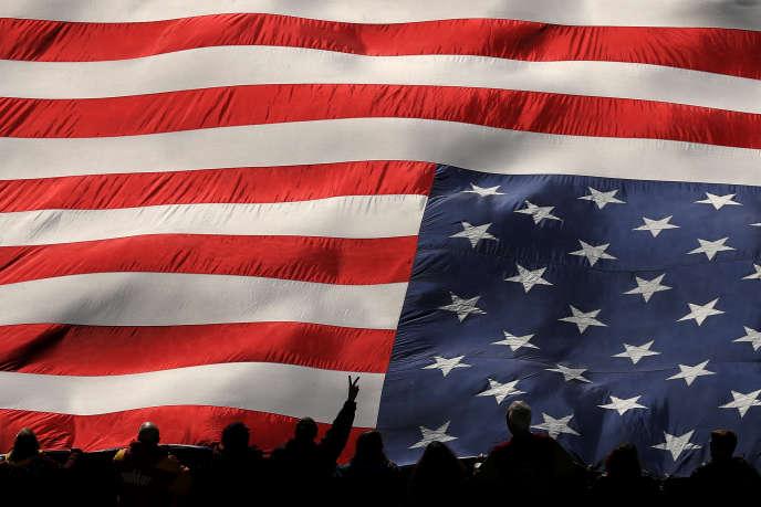Le drapeau américain, à Philadelphie (Pennsylvanie), le 15 décembre.