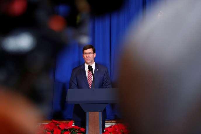 Le secrétaire à la défense, Mark Esper, lors d'une conférence de presse depuis la résidence de Donald Trump à Mar-a-Lago, en Floride,le 29 décembre.