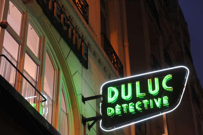 L'agence de détectives Duluc, rue du Louvre, à Paris.