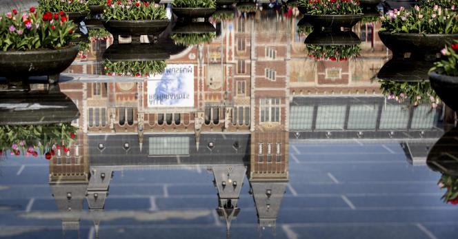 La silhouette du Rijksmuseum d'Amsterdam, le 29 mars.