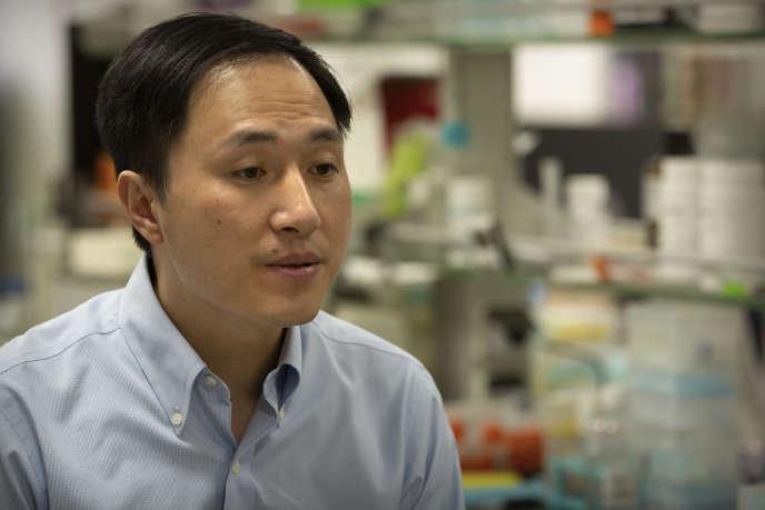 Le scientifique chinois He Jiankui dans son laboratoire de Shenzhen, en octobre 2018.