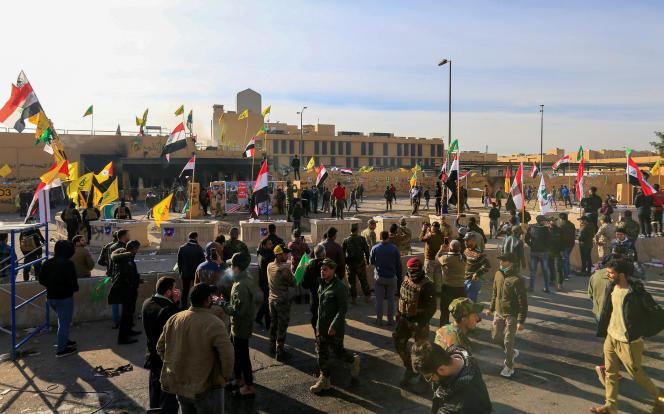 Devant l'ambassade des Etats-Unis à Bagdad, le 1er janvier 2020.