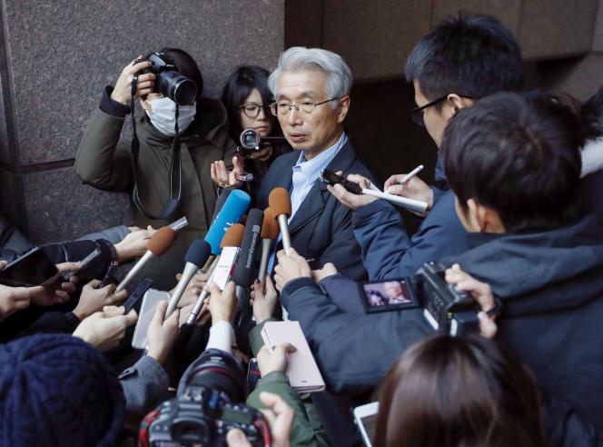 Junichiro Hironaka, l'avocat japonais de Carlos Ghosn, répond aux questions des journalistes, à Tokyo, le 31 décembre 2019.