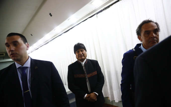 L'ancien président de Bolivie Evo Morales sort d'une conférence de presse, à Buenos Aires, le 2 janvier.
