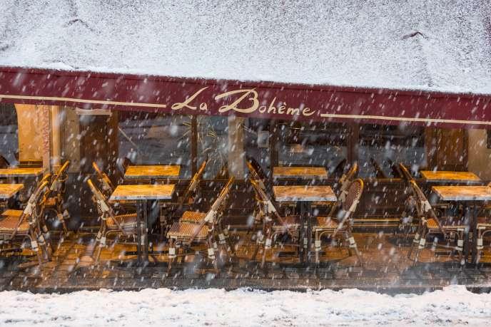 Quand il neige sur Montmartre, deux solutions : allumer le brasero, ou arrêter de fumer.