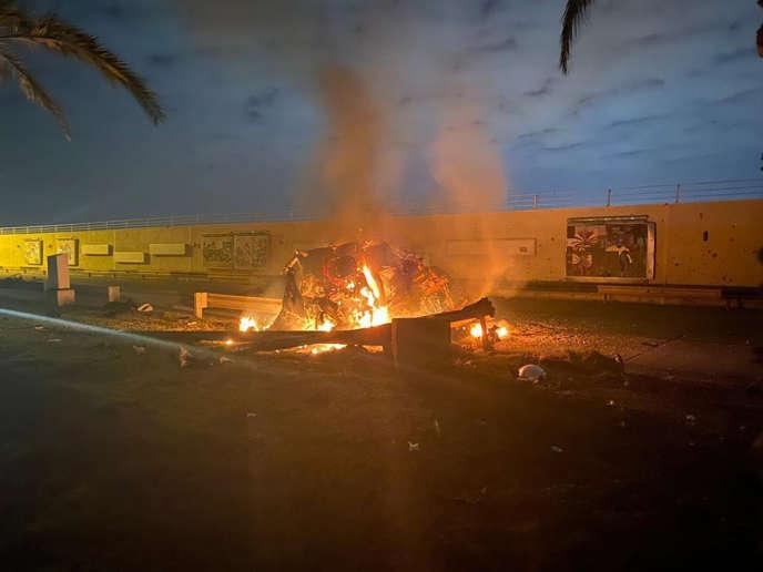 A Bagdad, vendredi 3 janvier, après la frappe américaine contre le convoi du général iranien Ghassem Soleimani.