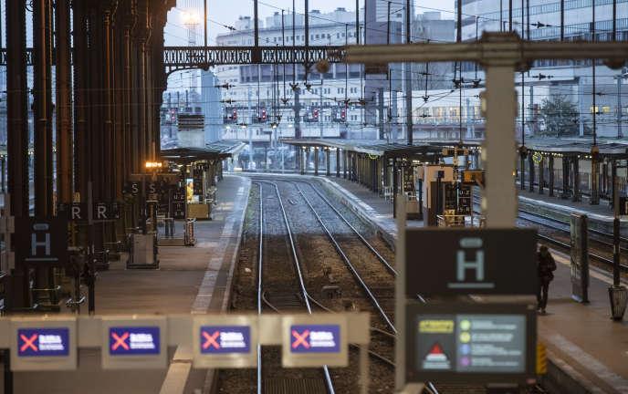 Dix heures et 400 km par semaine, des déplacements massifs et marqués socialement… Radiographie de la mobilité des Français