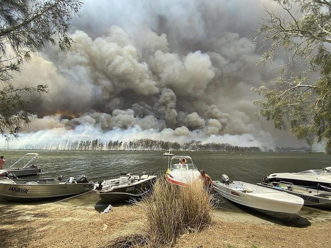Incendie à proximité du lac Conjola, en Australie, jeudi 2 janvier 2020.