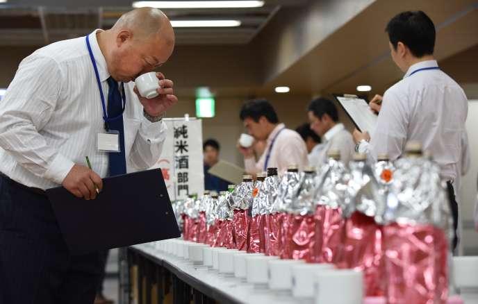Concours de saké, à Tokyo, en mai 2016.