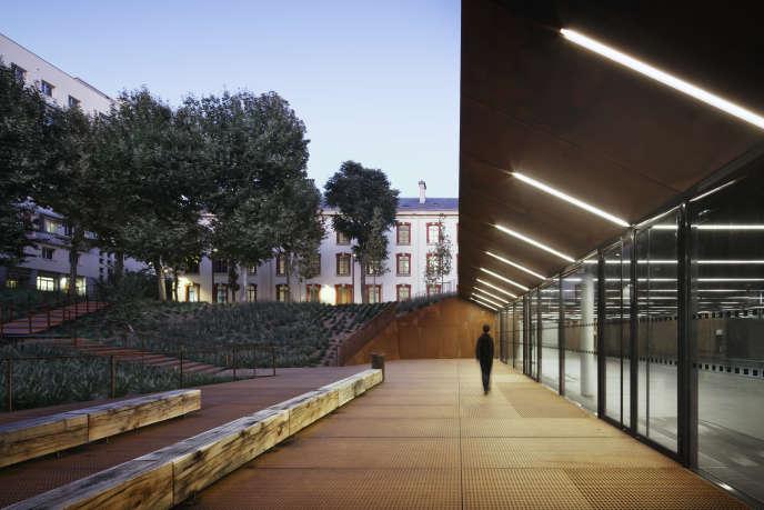 Le projet, mené par l'agence d'architectesChartier Dalix, à la caserne de Lourcine (Paris 13e) pour l'université de droit de Paris-I.