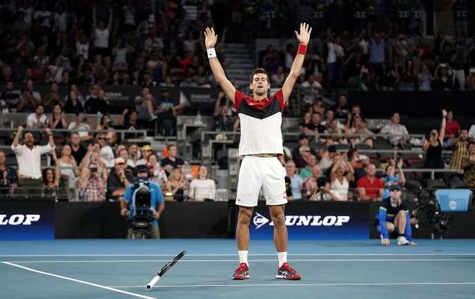 Novak Djokovic exprime sa joie après sa victoire face à Kevin Anderson, à Brisbane.
