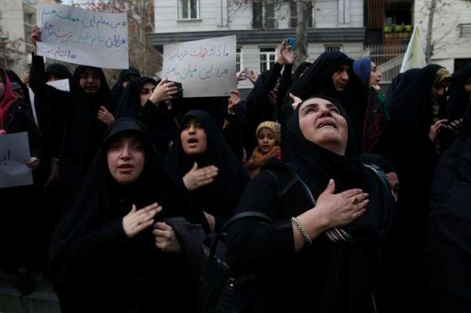 Des manifestants iraniens se sont rassemblés pour pleurer la mort du général Ghassem Soleimani, à Téhéran, le 3 janvier.