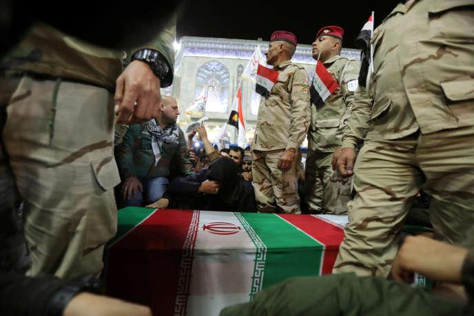 Le cortège funéraire de Ghassem Soleimani et de son lieutenant en Irak, Abou Mahdi Al-Mohandes, le 4 janvier à Kerbala.