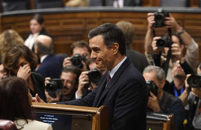 Le socialiste espagnol Pedro Sanchez a défendu le 4 janvier devant les députés sa candidature pour être investi président d'un gouvernement d'union de la gauche.