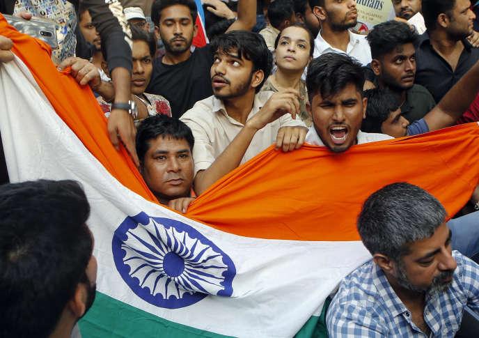 Des Indiens protestent contre une nouvelle loi sur la citoyenneté à Bombay, en Inde, le 16 décembre 2019.