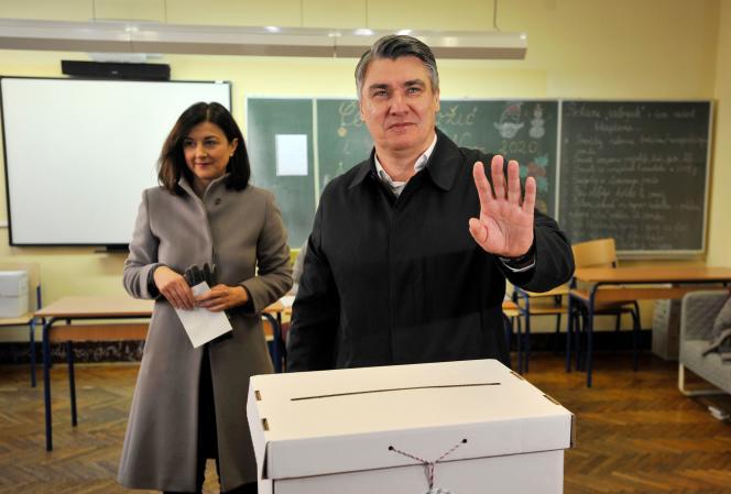 L'ancien premier ministre social-démocrate Zoran Milanovic lors du second tour de la présidentielle en Croatie, à Zagreb, le 5 janvier.