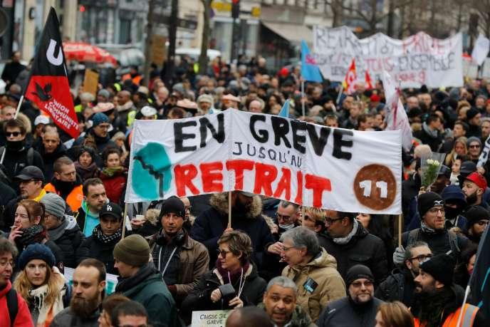Lors d'une manifestation contre la réforme des retraites à Paris, le 4 janvier.