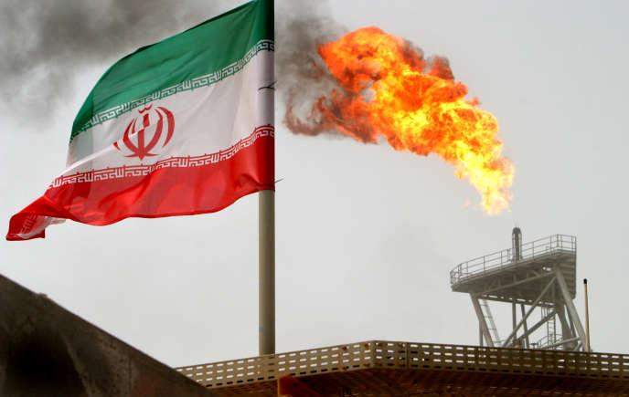 Plate-forme pétrolière iranienne, dans le golfe Persique, en juillet 2015.