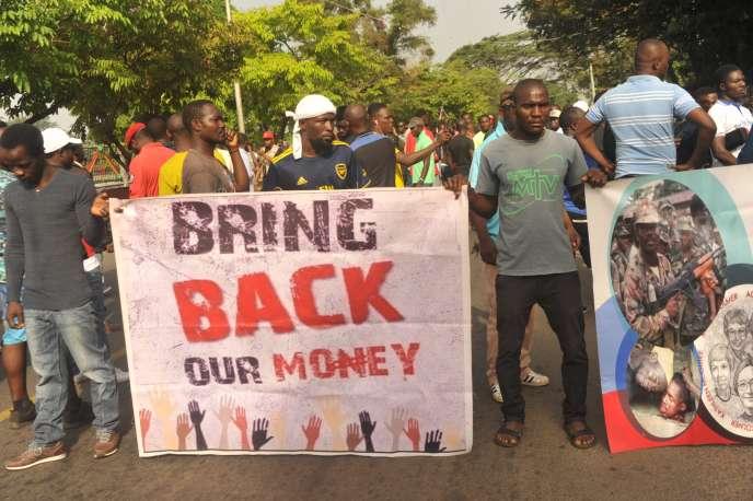Des manifestants antigouvernementaux à Monrovia, le 6janvier 2020.