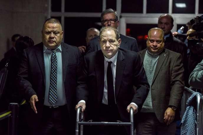 Harvey Weinstein à la sortie du tribunal de Manhattan, où s'est ouvert son procès, le 6janvier 2019.