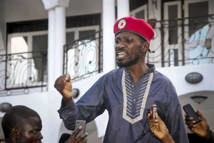 Le chanteur Bobi Wine, figure de proue de l'opposition politique en Ouganda, à Kampala, le 6janvier 2020.