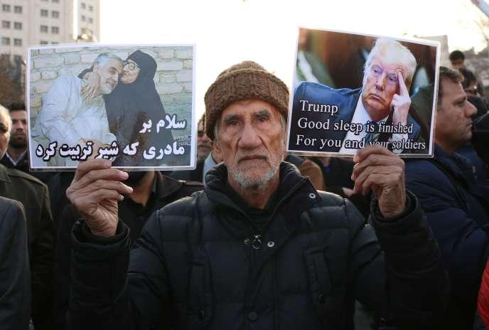 Un Iranien lors d'une cérémonie d'hommage au général Ghassem Soleimani, à Mashhad, dans le nord-est du pays, le 5 janvier.