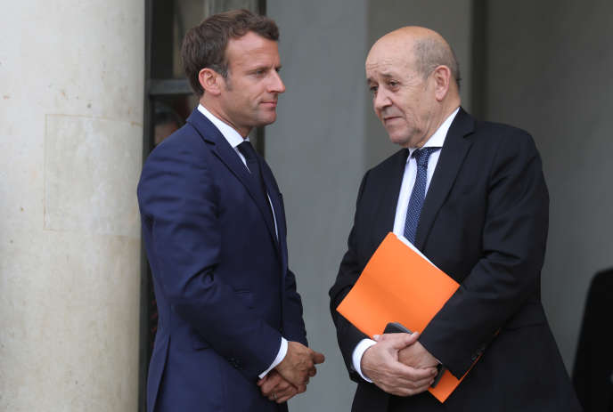 Emmanuel Macron et Jean-Yves Le Drian, le 17 juin 2019 à Paris.